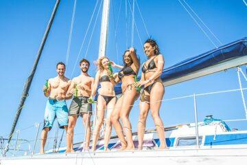 barco con amigos en Ibiza
